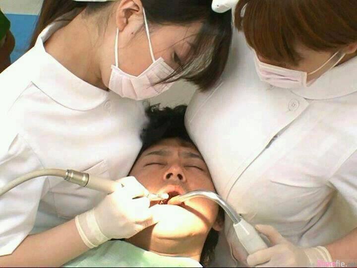 网友po了这个照片,这间牙医诊所预约突然暴增
