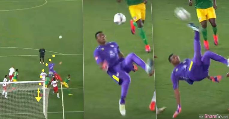 眼看就要输球,南非一名「守门员」最后一分钟使出这个倒挂金钩 结果整个球场瞬间沸腾
