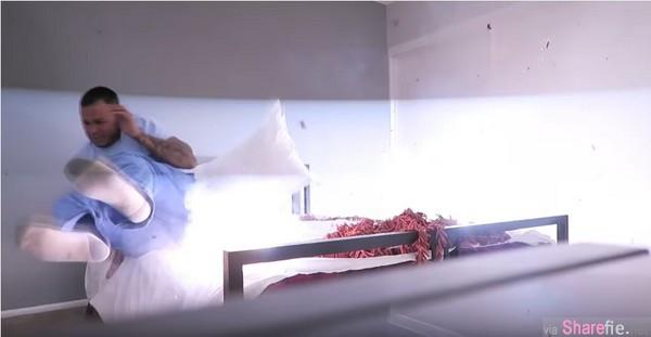 为了报復男友丢两条巨蟒整她,她竟然在男友床上放了8000响的鞭炮,但下一秒她后悔了