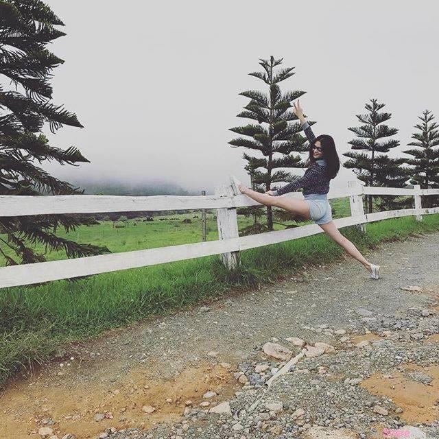 马来西亚E奶混血正妹贝儿Joannabelle倒立噼腿就是软