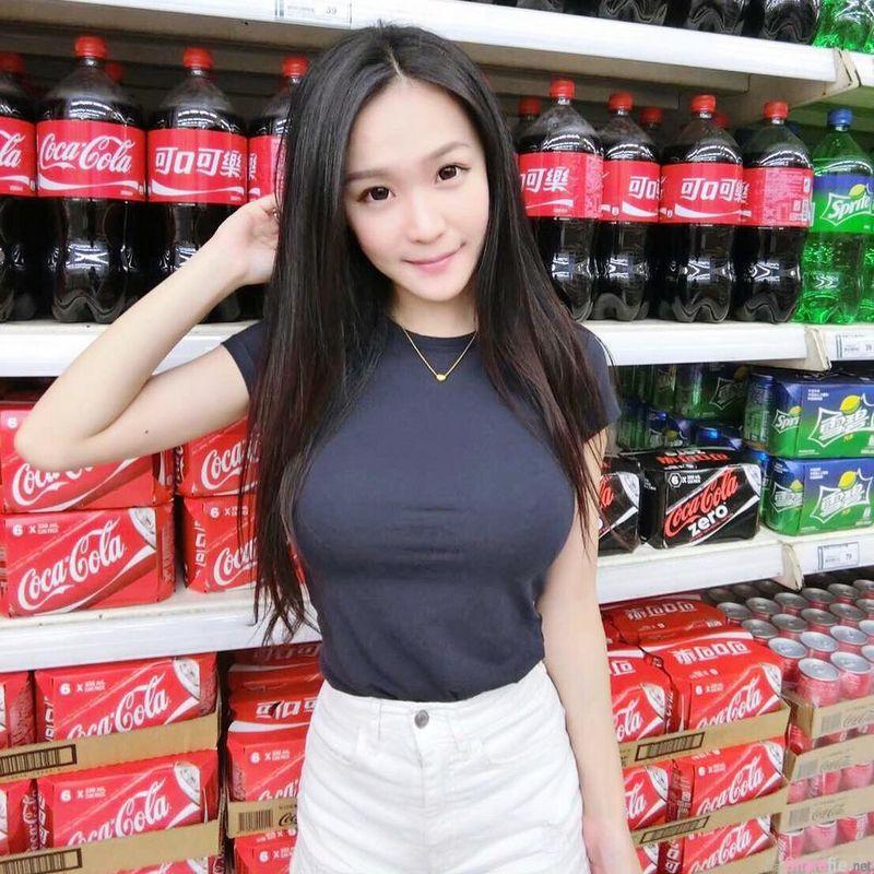 台湾甜美正妹Irene Chang 车内性感自拍 网友:可以载我吗?
