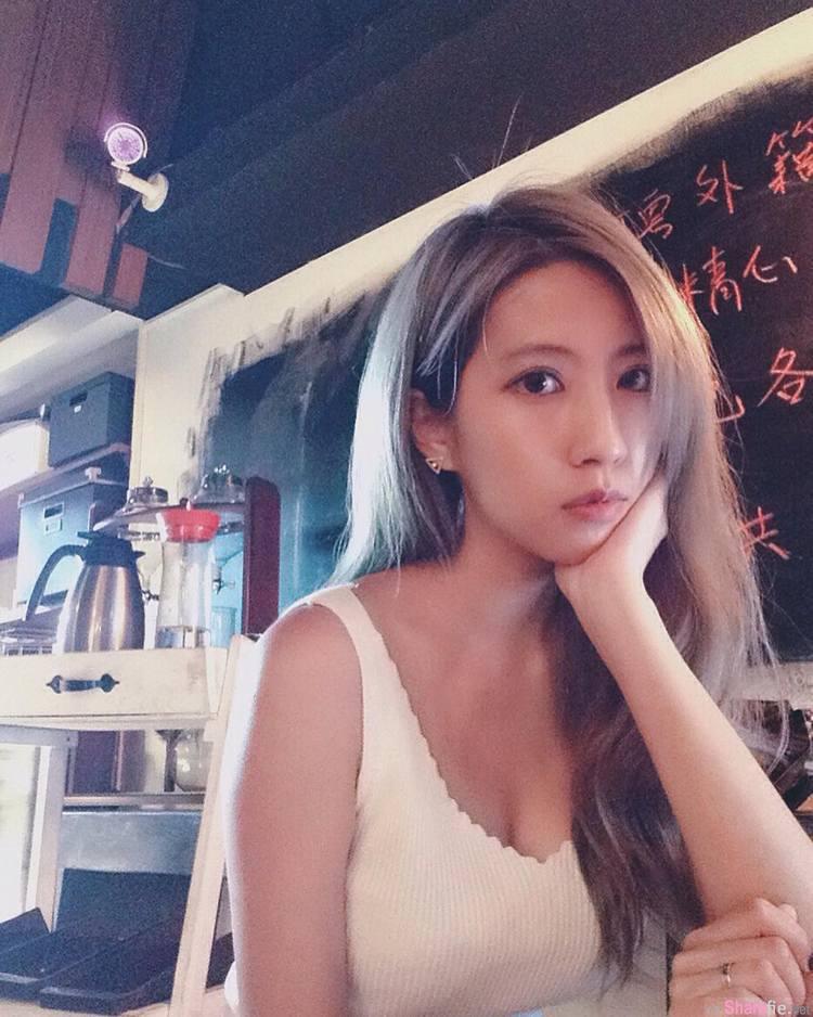 台湾正妹婉婉 yenwanwan 甜美与深沟的强烈对比