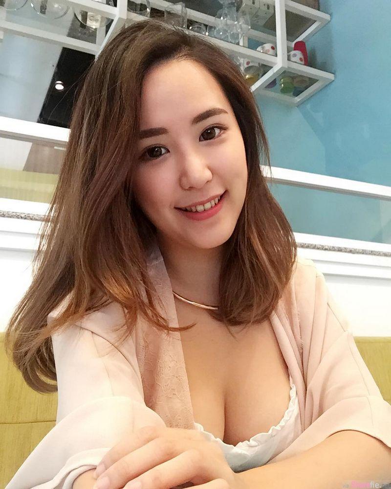 大马正妹张心恬,深V透视展现性感魅力