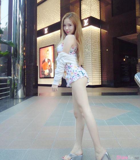 新加坡正妹Amber Na蓝星蕾性感丰唇S字身段