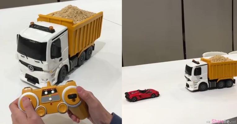 这辆载满砂土的遥控卡车不单是玩具 最后女生的这个动作让人不禁WOW了一下...原来卡车内藏玄机