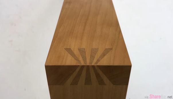 他把这两块各有缝隙的木头组合起来 天衣无缝的完美互相扣合让人超疗愈