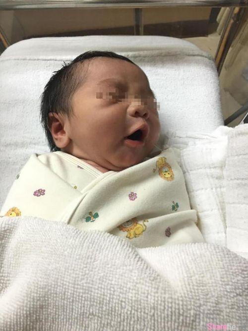 泰国土豪用百万钞票把婴儿掩埋,奇葩炫富遭网友酸:睡在细菌堆里