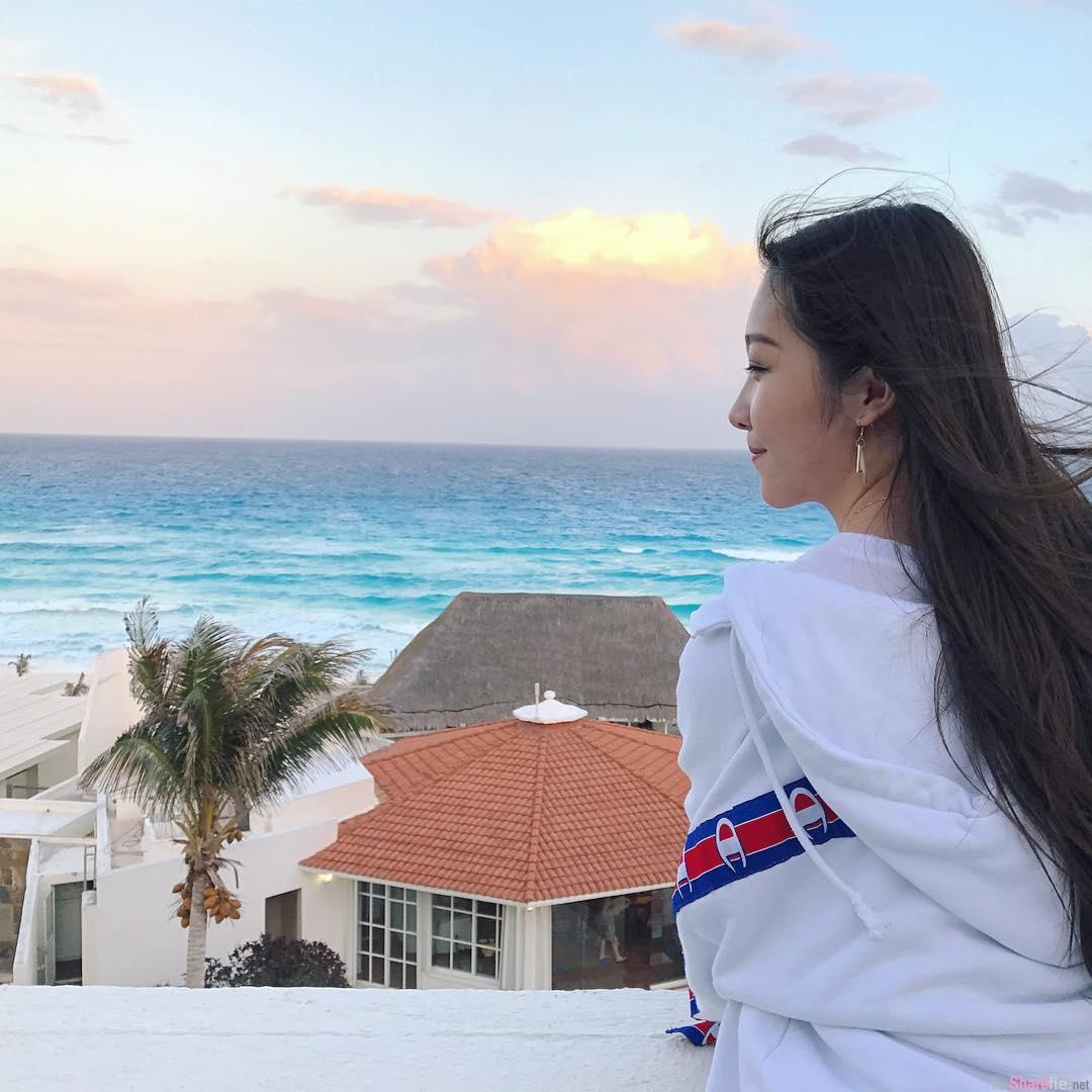沙滩美景 让人忘不了却是她的背影