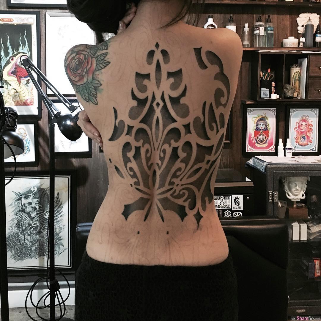 香港刺青正妹石希露 背部全纹身超霸气