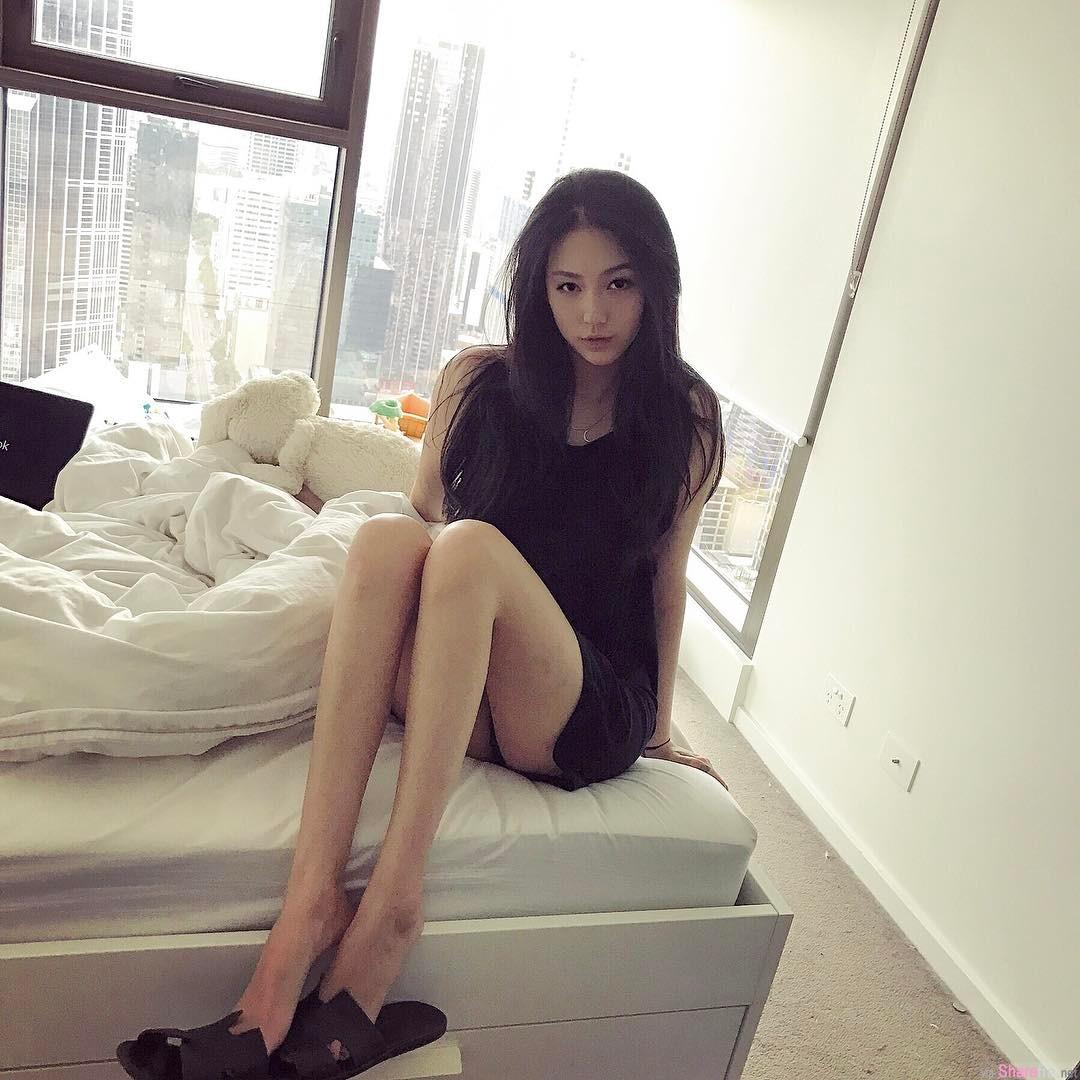 IG正妹NEE,不靠长辈靠长腿,10万网友被她电晕