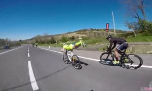 意大利单车手使出这招「超人」必杀技 ,下一秒变身飞弹成功超越对手