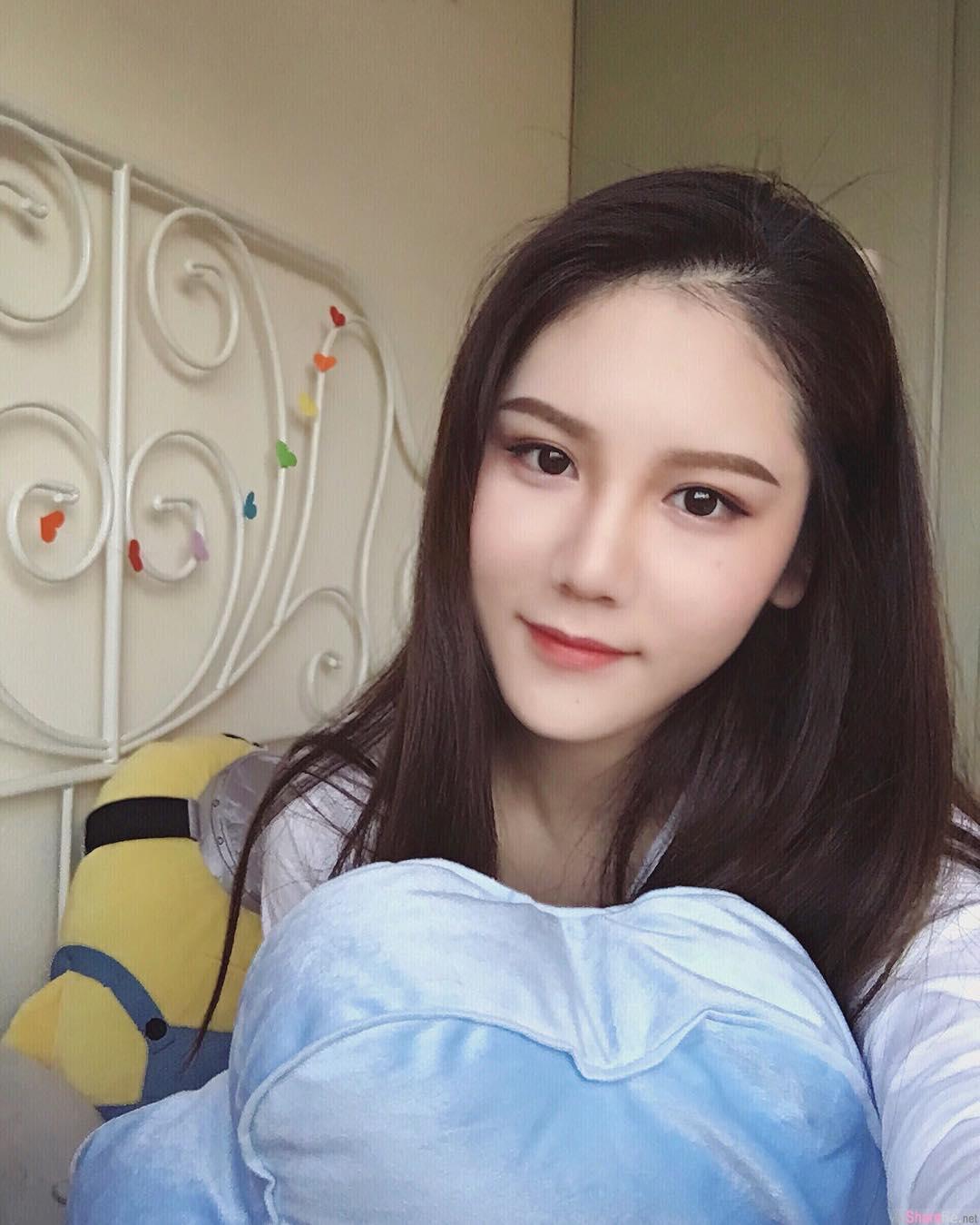 中国正妹 gina 精緻脸蛋,清纯的美