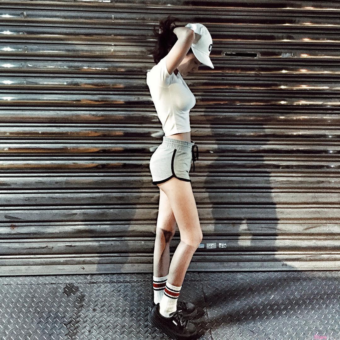 台湾正妹旅馆自拍CK运动内衣 网店老板娘:你屁股很美