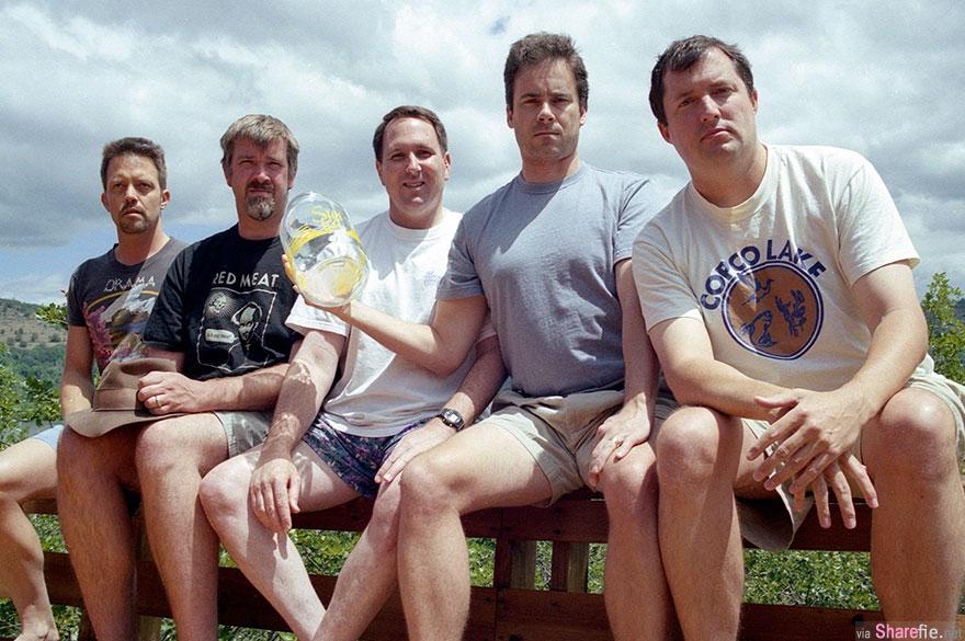 他们5人约好每5年同个地点拍摄同样姿势 一转眼35年岁月无情但深厚友情