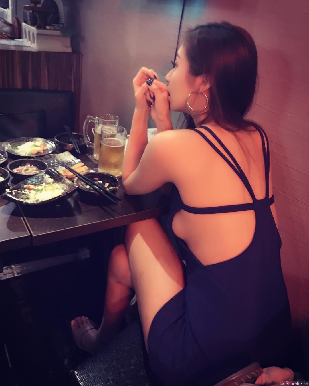 喝酒惊见对面女生衣服「超通风」 雪白美背...走到侧身画面太美让人无法直视