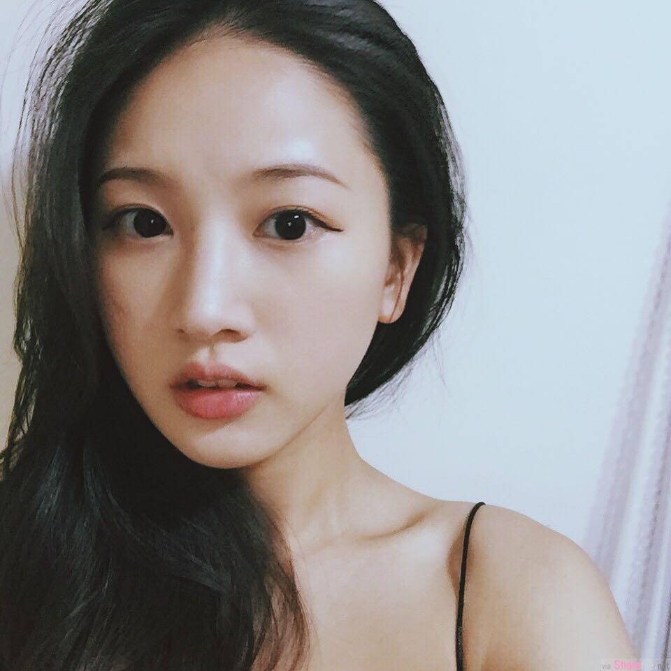 台湾正妹旅馆自拍CK运动内衣,网店老板娘:你屁股很美