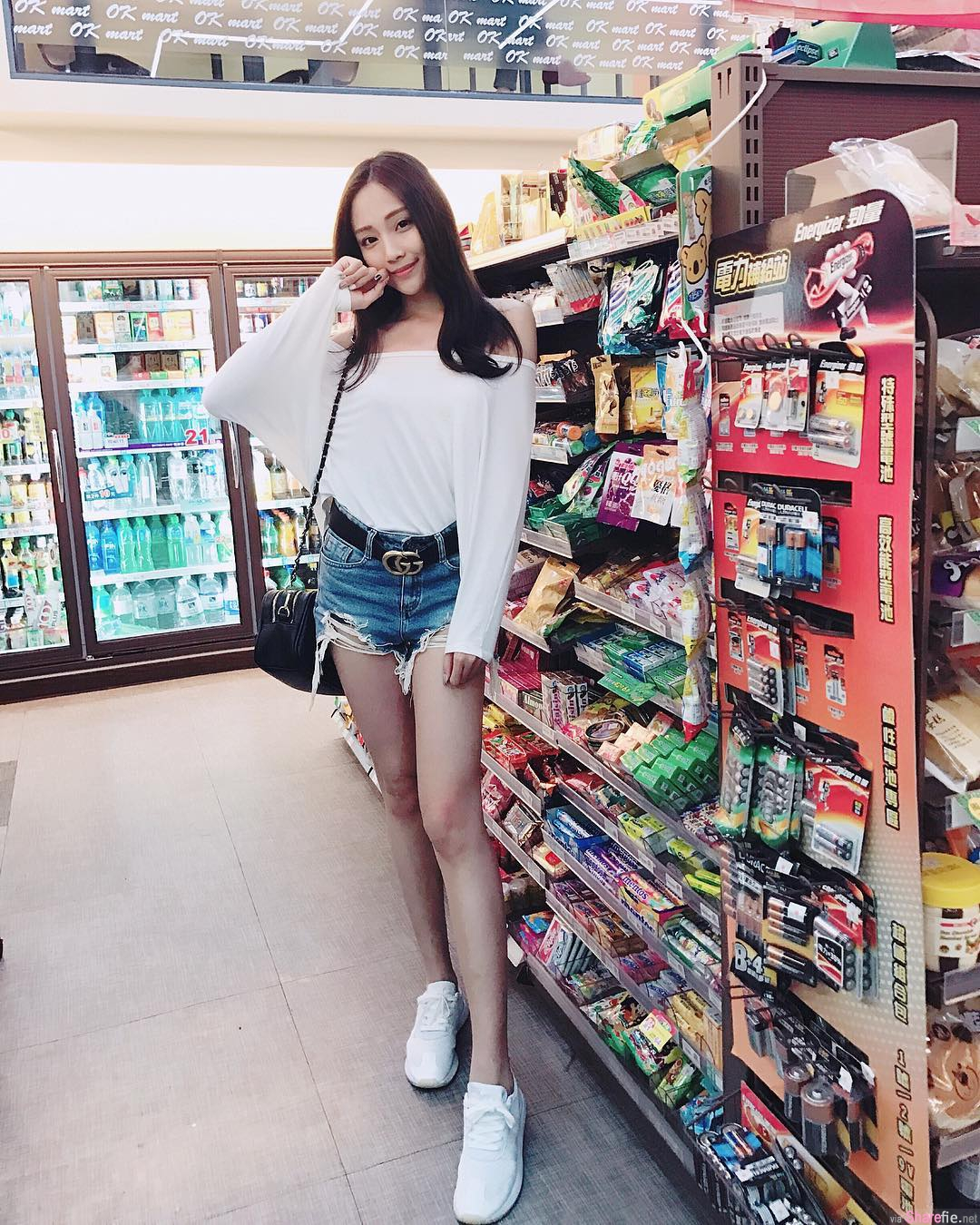台湾美腿正妹罗依璇,清新甜美水蛇腰