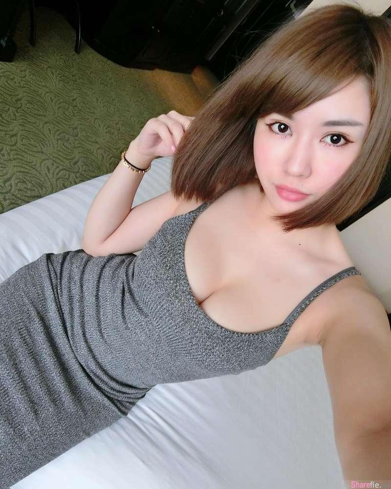 辣妹Miko黄米可试衣间穿上多彩比基尼自拍,身材太兇勐网友瞬间色盲