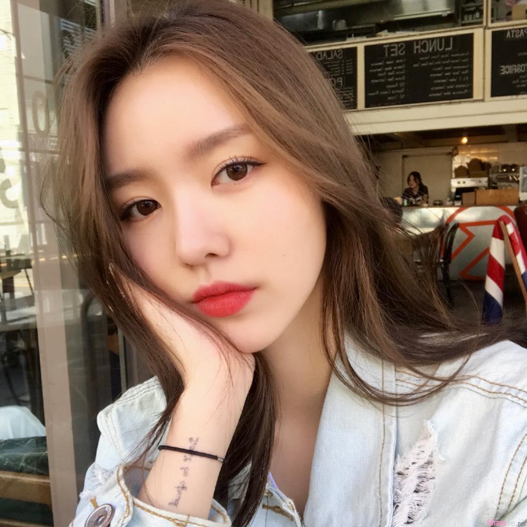 韩国正妹无可挑剔的美,耍酷眼神迷倒众男生