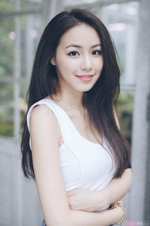台湾气质正妹Coco庄惠雯,迷人微笑胸前事业线更抢镜