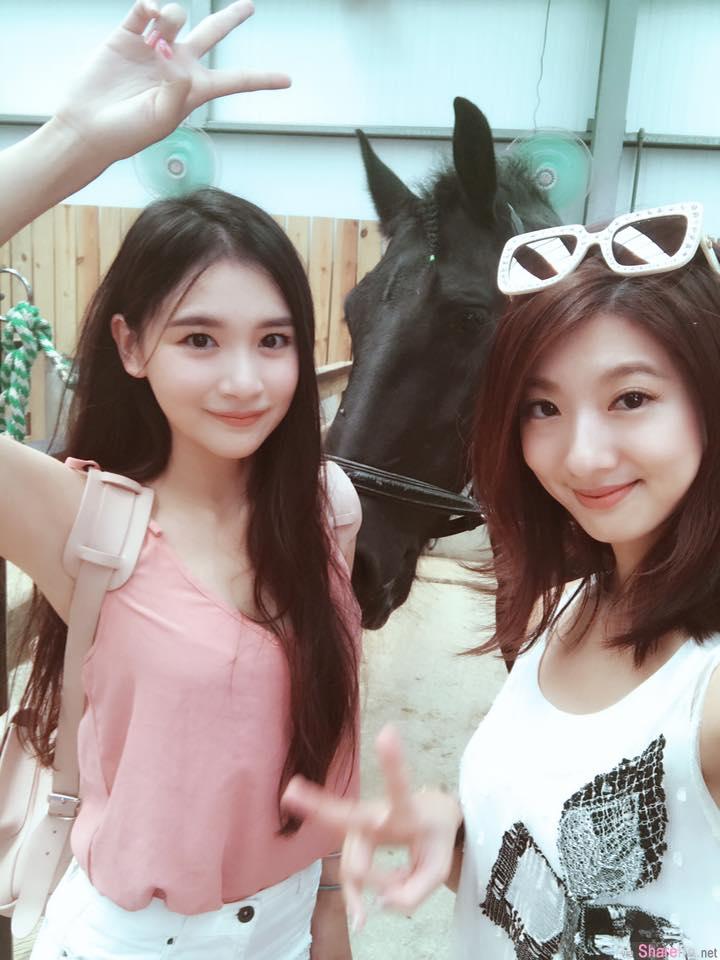 台湾超正姐妹花,迷人颜值与曼妙身材让网友眼睛自动对焦