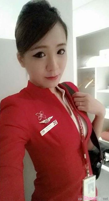 飞机上遇见正妹空姐偷拍po上网,网友神出传送门