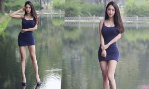 韩国正妹站在水面上摄影,逆天身材让画面更吸睛