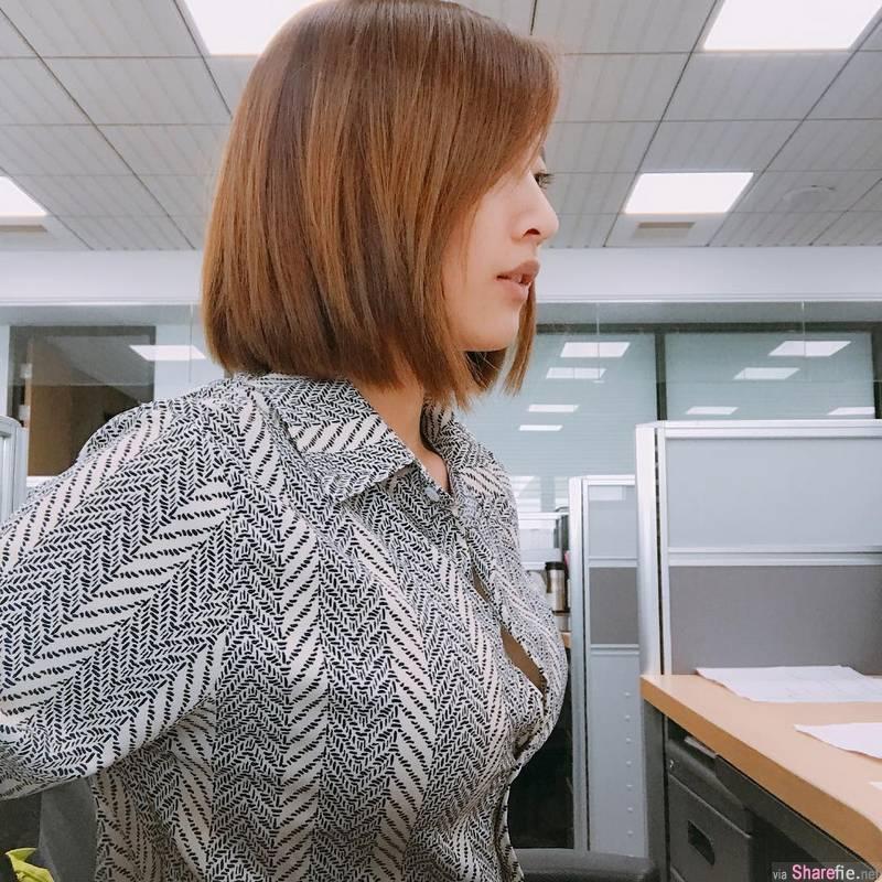 正妹上班无聊自拍,侧身男友视角画面超养眼
