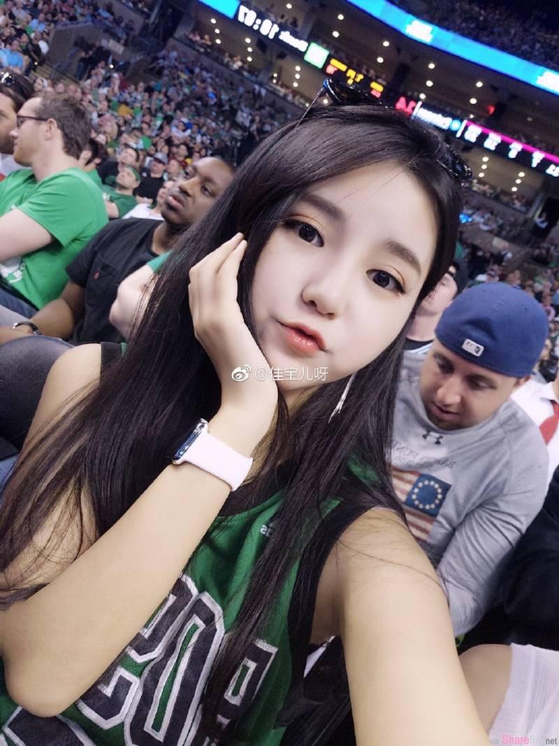 国外篮球场惊现长髮爆乳正妹,目测乳量超惊人