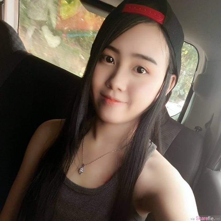 大马正妹Xiao Qii性感帅气,巴士上自拍后面那位仁兄超抢镜