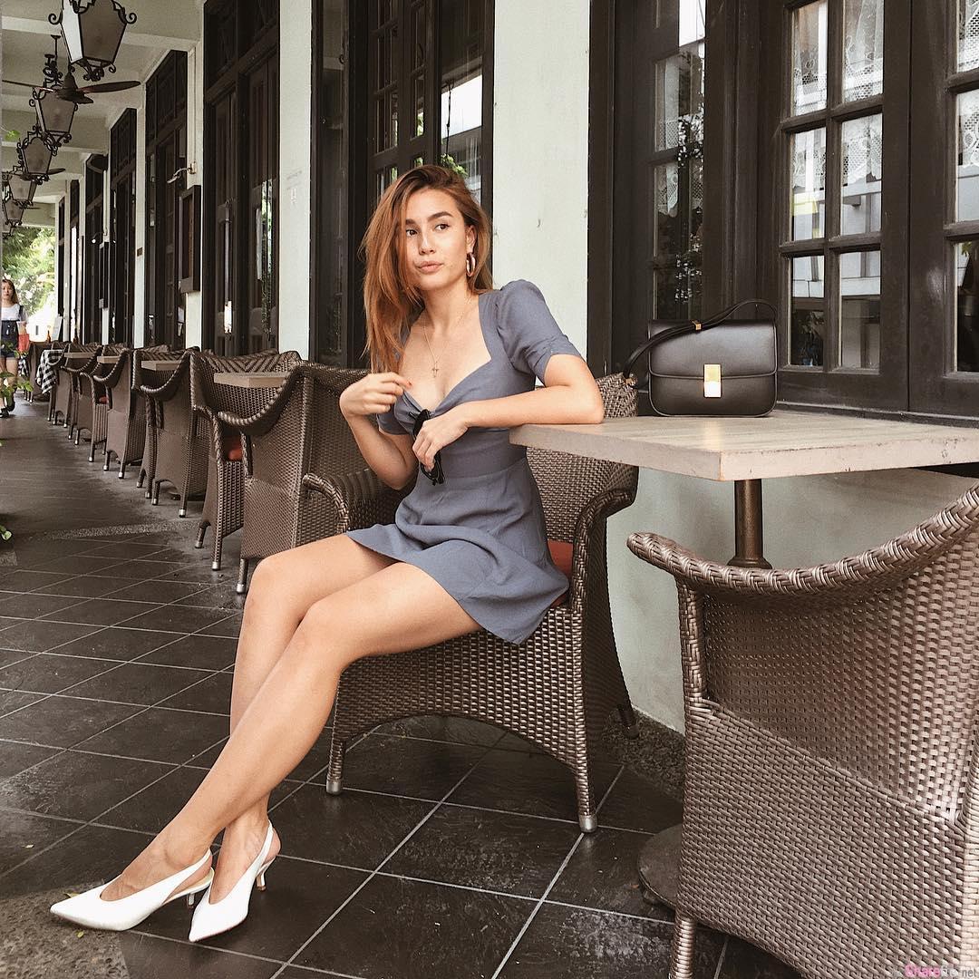 新加坡正妹Saffron Sharpe,性感S曲线