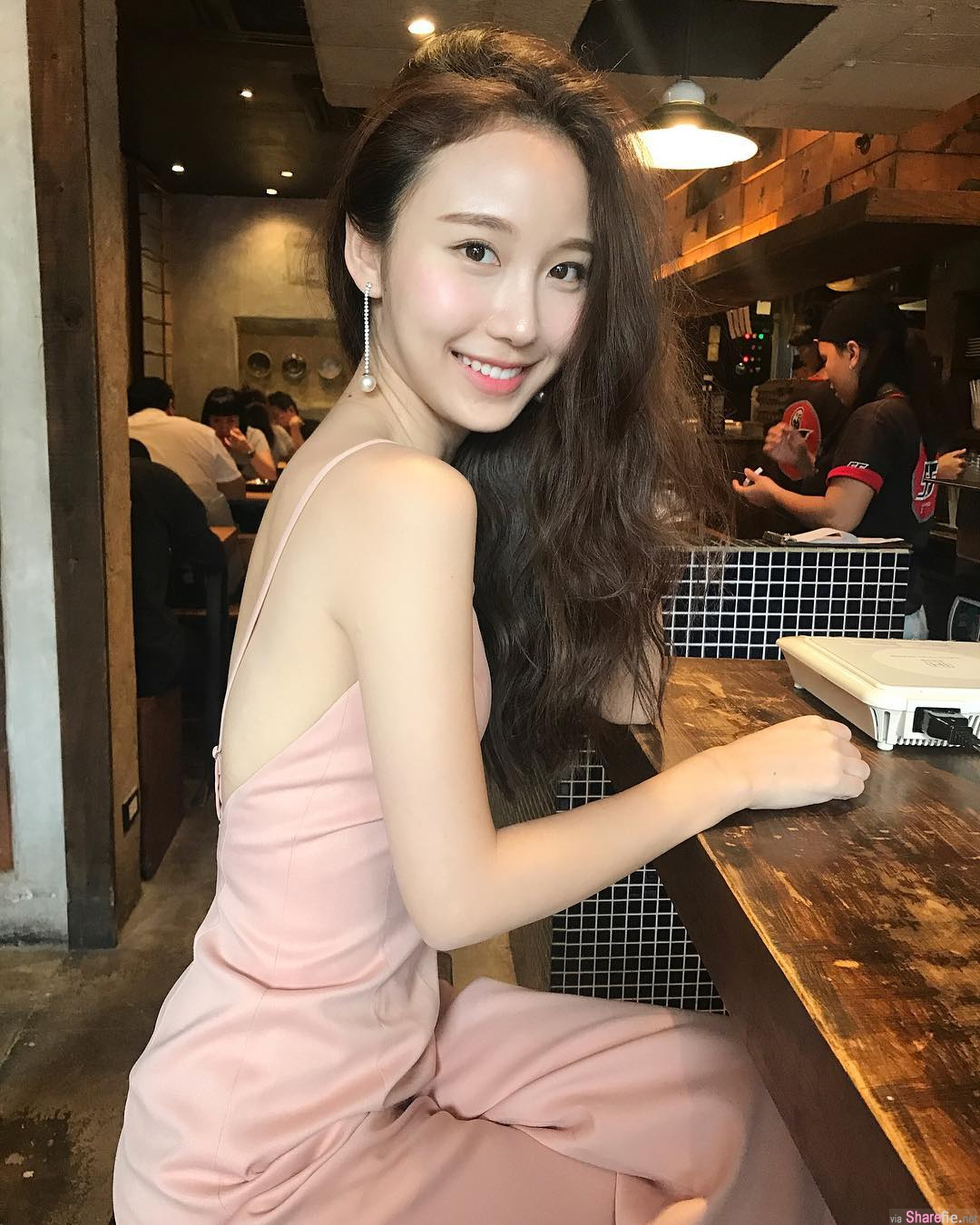 泰国正妹,女神般颜值,白皙不科学身材吸睛指数100分