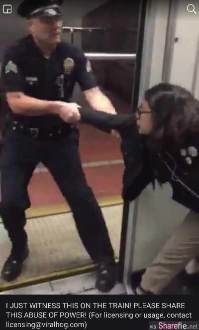 脚放火车座椅上很舒服,女子遭警察强拖下车