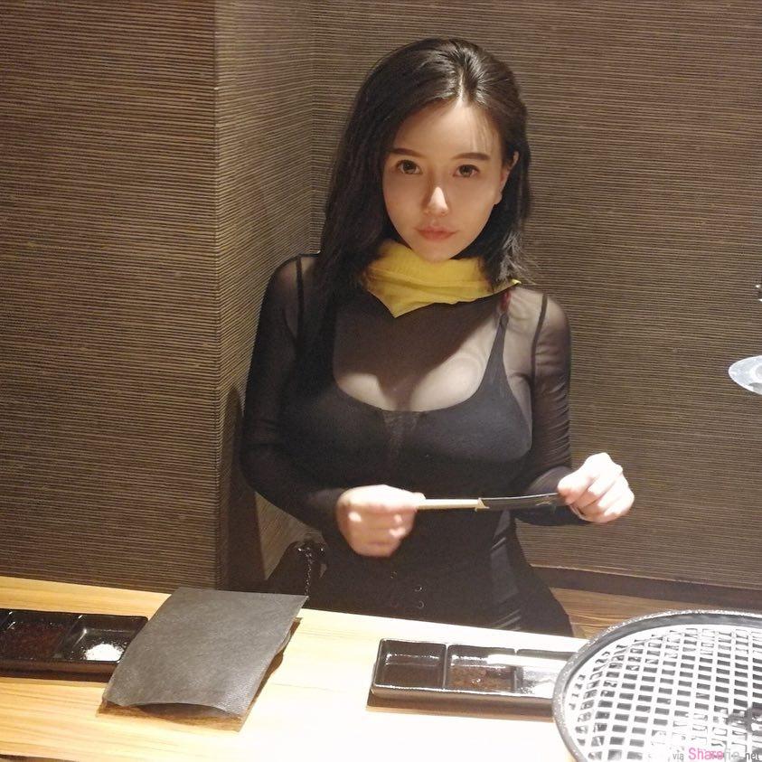 正妹王薇雅,车头灯超亮眼