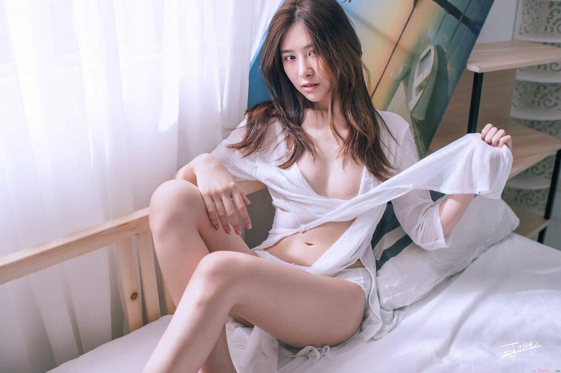 大马正妹蔡安琪尺度升级,性感写真中空上阵展现好身材