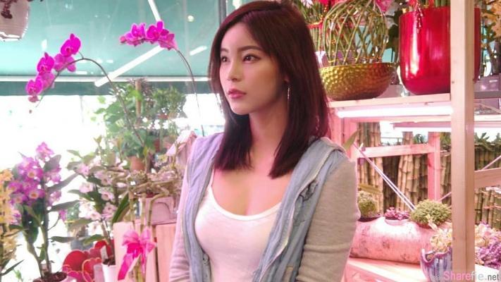 大马正妹韦小宝问谁要买花,网友想买下的却是...她