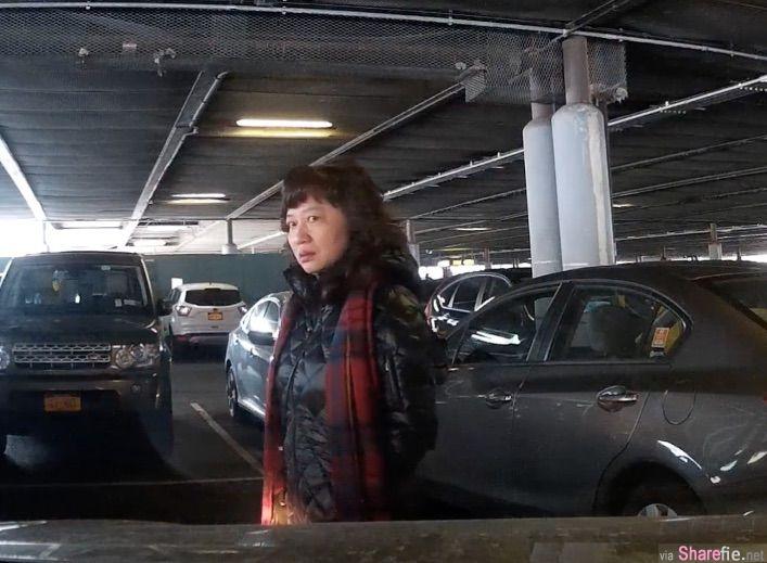 人肉霸佔泊车位,母女反骂司机野蛮