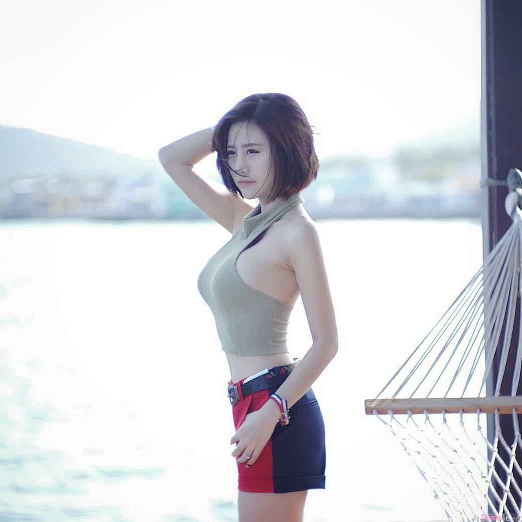 泰国凶勐短发正妹,肩带掉了没人在管