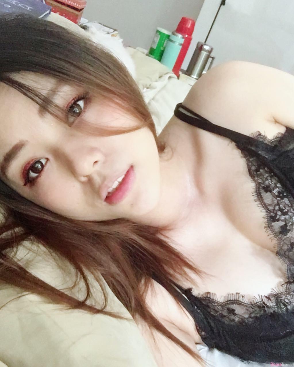 台湾正妹ivy吃披萨,挡不住的甜美脸蛋