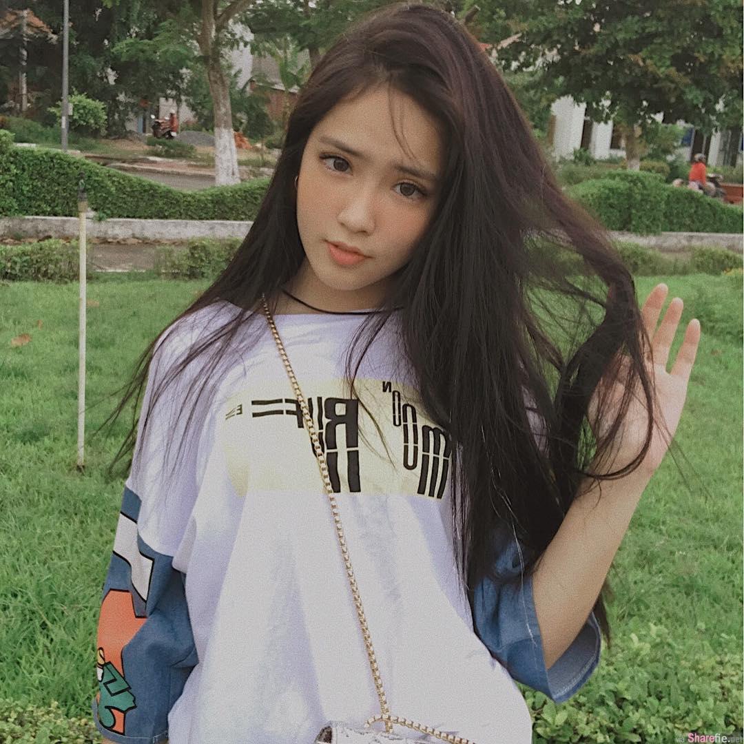 越南高校生妹子,邻家女孩身材突出让人瞬间恋爱