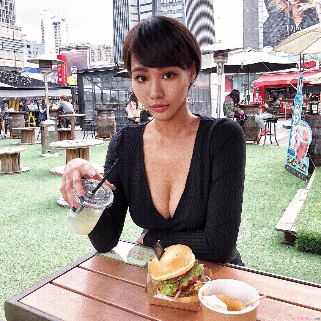 比基尼辣妹Julia,火辣曲线征服网友