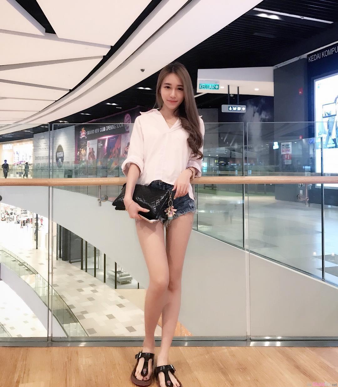 大马商场遇见长腿美少女,一秒就恋爱了