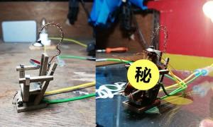 一只小强飞进他家中,不想弄脏桌子,他竟制作这张「迷你椅子」要电死它