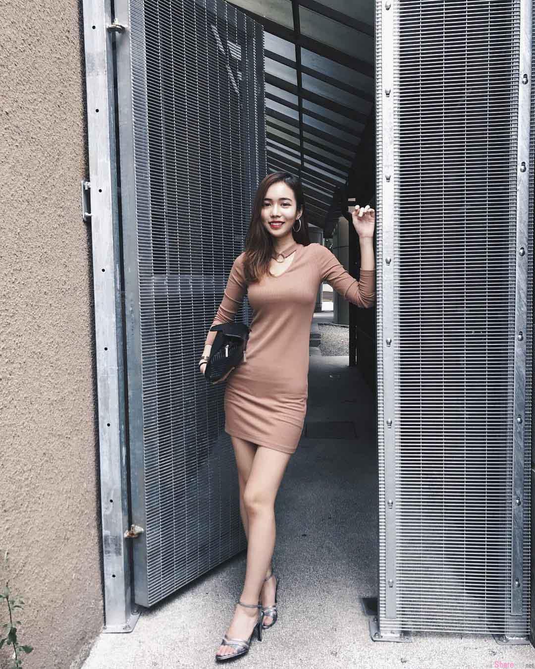 大马正妹Serene Cheng,性感品尝美味咖啡