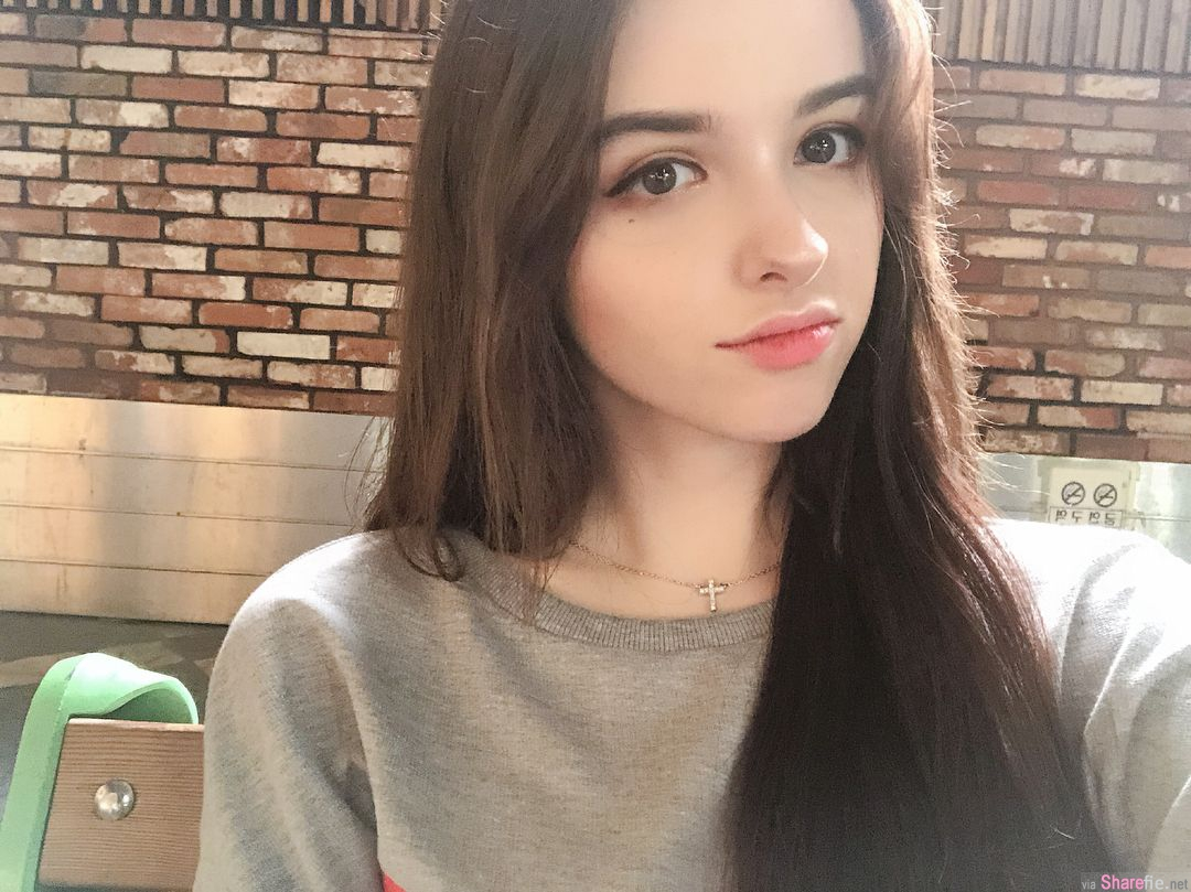 乌兹别克正妹Karimova Elina,不靠身材粉丝破35万