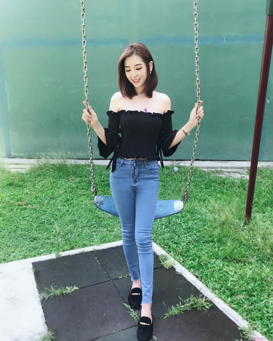 大马短髮正妹Susan  Chia,外套滑落露香肩,清新又甜美