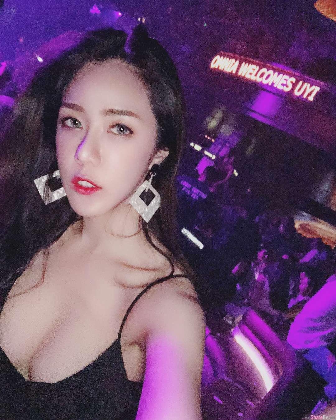 正妹Uyi参加派对,中路大开好身材霸气外漏
