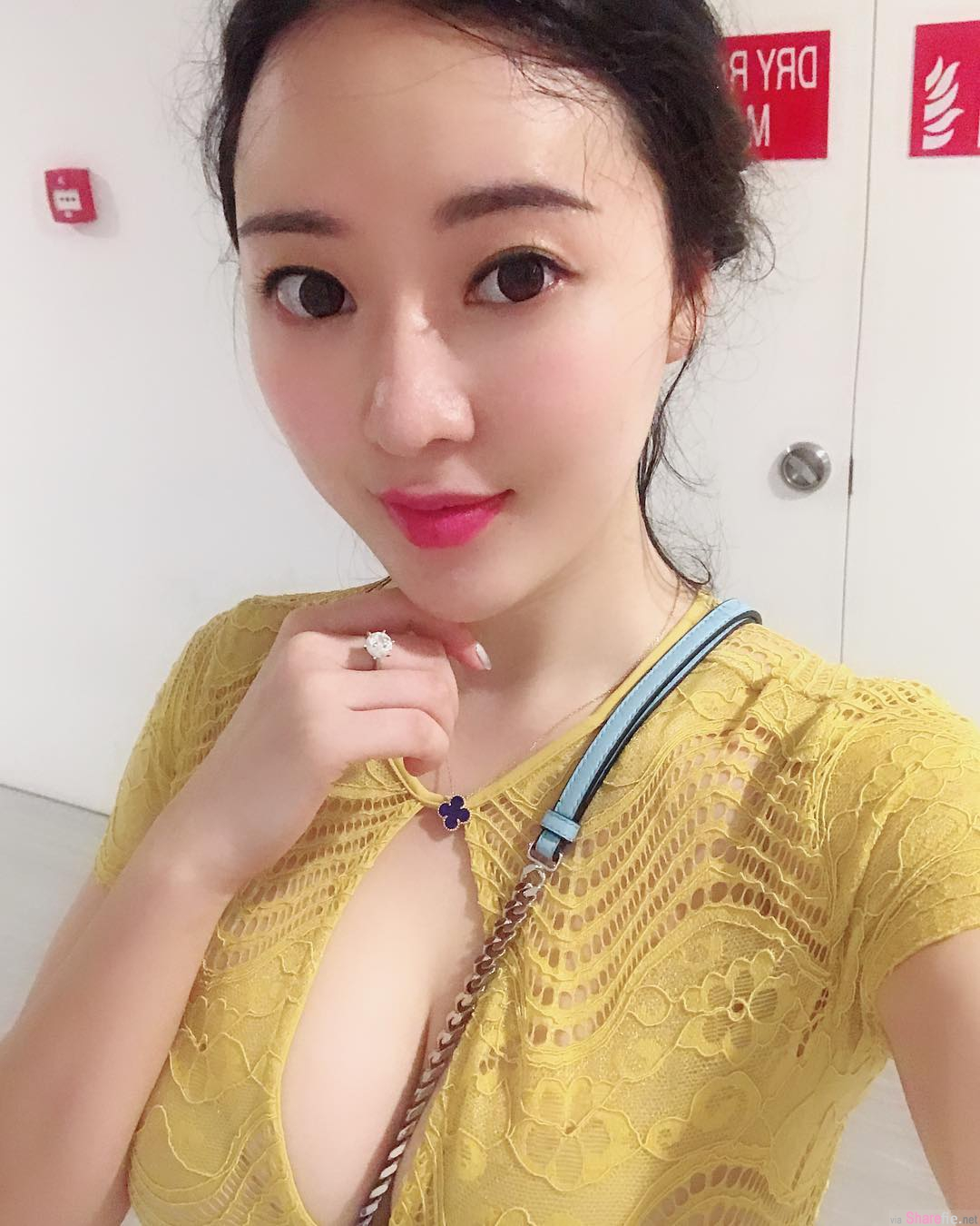 网传大陆京东商城CEO涉性侵事件「女主角」曝光!网红正妹回应这「四个字」