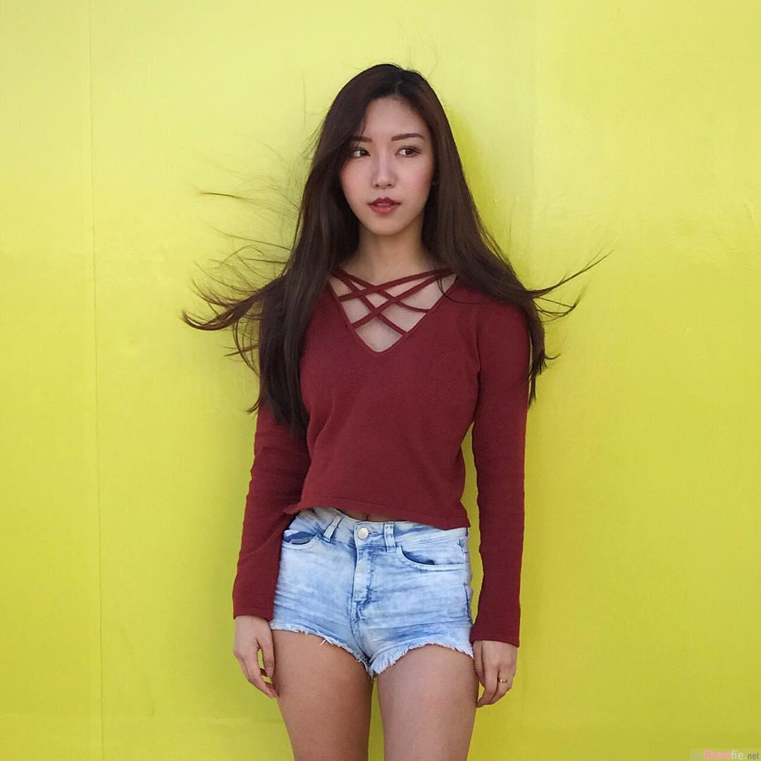 正妹Nicole Liu房间自拍,露出修长嫩腿也太美