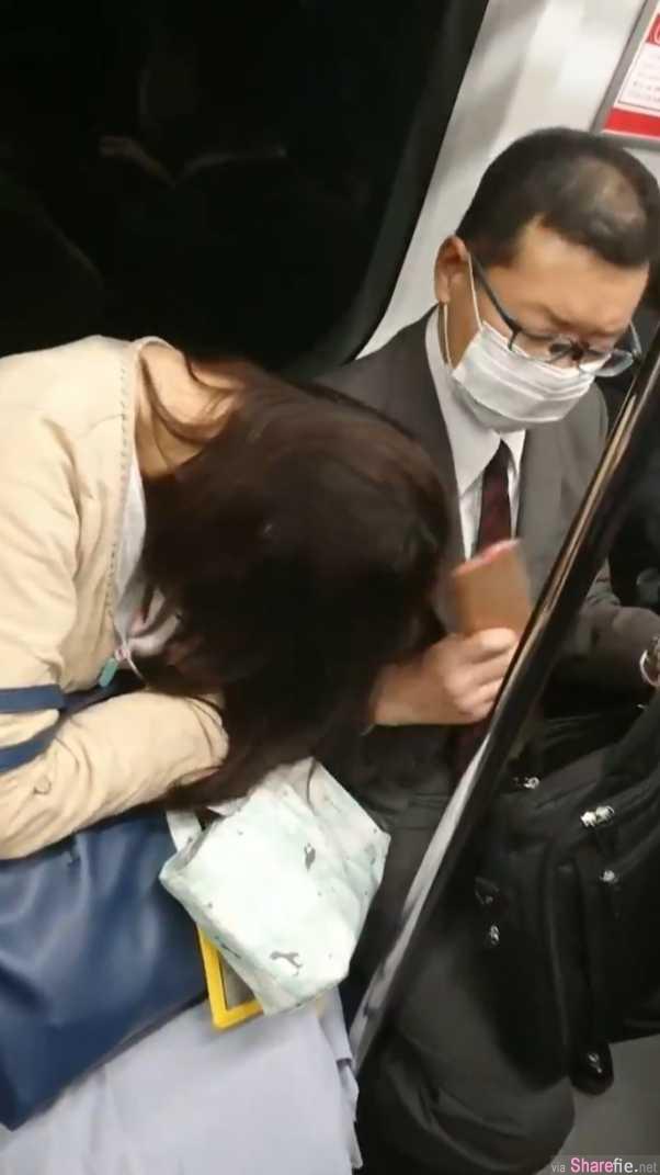 电车女睡太熟头靠他肩膀,口罩男掏出「手机」下一秒动作让百万网友震惊